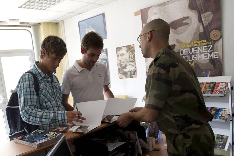 Recrutement de l 39 arm e les candidatures en tr s forte - Bureau de recrutement militaire ...